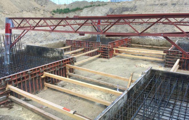 távvezeték oszlop alap építő