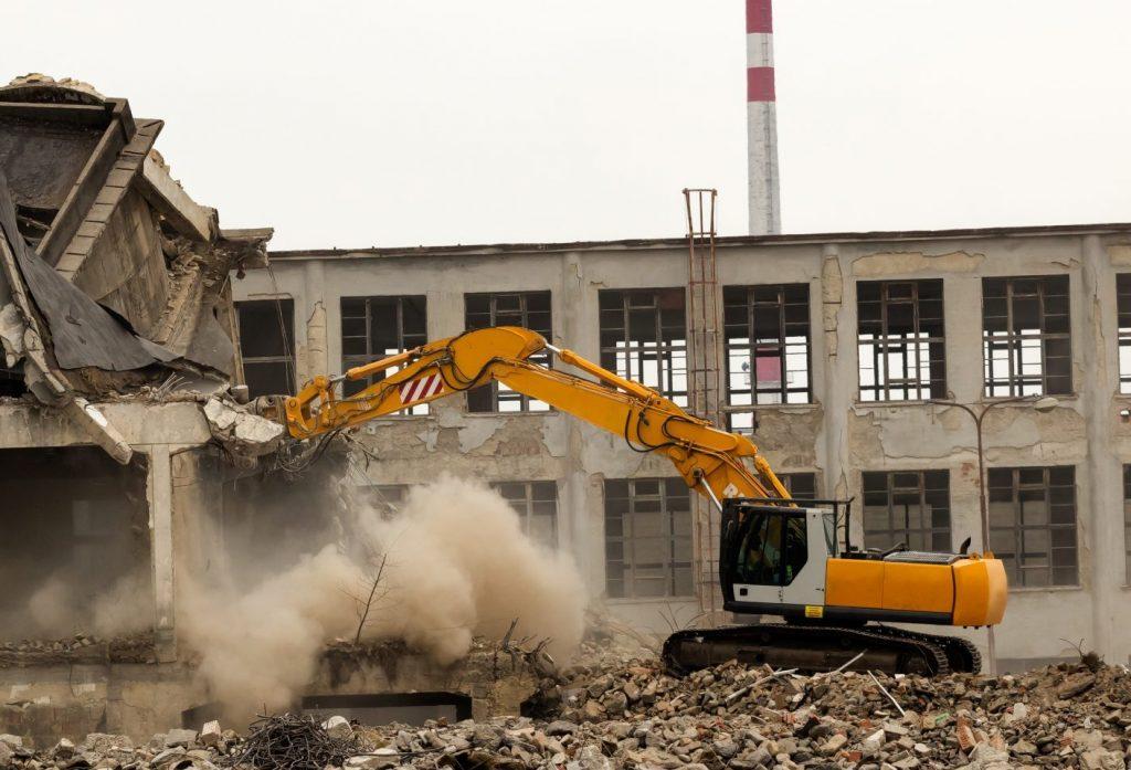 ipari létesítmény és épületek bontása